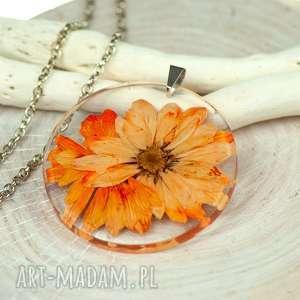 z202 naszyjnik z suszonymi kwiatami, herbarium jewelry, kwiaty w żywicy