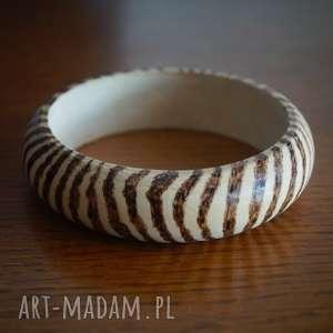 prężąc pręgi - drewniana bransoleta ręcznie wypalana