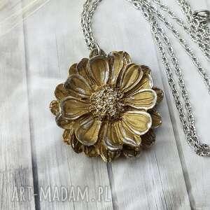 1023/mela wisiorek z żywicy kwiat złoty/srebrny, wisiorek, kwiat, żywica