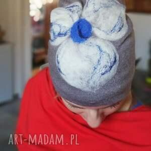 czapka wełniana damska szara z kwiatem - wełna, kwiaty, dzianina, narty, etno