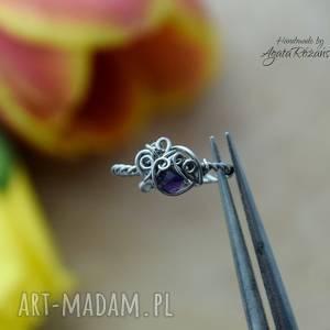 agata rozanska pierścionek regulowany ametyst, wire wrapping, stal chirurgiczna