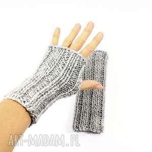 szare mitenki z wełną zrobione na drutach, rękawiczkibezpalców,