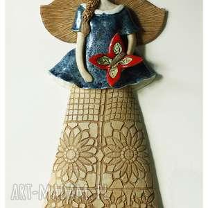 wiszący anioł granatowy z motylem, ceramika, anioł, motyl
