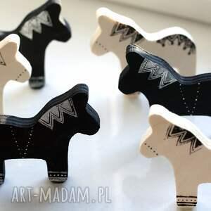 magnesy 2 ze sklejki seria konie czarne, magnes, sklejka, linoryt