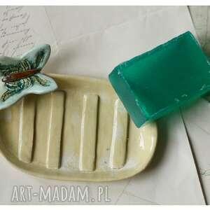 Mydelniczka z niebieskim motylem ceramika wylegarnia pomyslow
