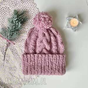 prezent na święta, czapka z pomponem, alpaki
