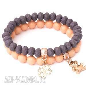 ręcznie zrobione bransoletki salmon pearl & violet crystal with bear & clover