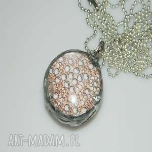 kropki, szklany, szklany-wisior, unikatowa-biżuteria, unikalny-wisior, grafika