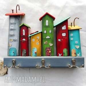 wieszaki kolorowe miasteczko - wieszak no 1, domki drewniane, na ścianie
