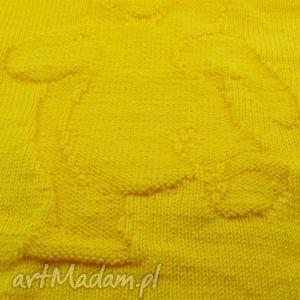 kocyk robiony na drutach z misiem - kocyk, druty, dziergany, miś, prezent, chrzest