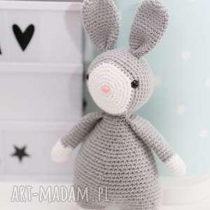 maskotki króliczek przytulanka marcel, włóczka
