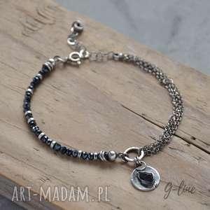 ręcznie wykonane bransoletki czarny spinel. delikatna srebrna bransoletka z zawieszką
