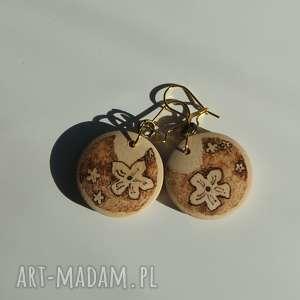mini sakura - drewniane kolczyki ręcznie wypalane - miniatura, sepia