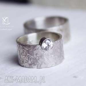 Obrączki ze srebra masywne z fakturą i cyrkonią, obrączki, zaręczynowy, ślub