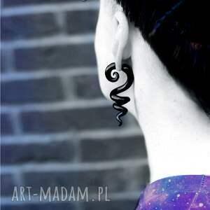 czarne kolczyki spirali fake plug, wkrętki przód tył