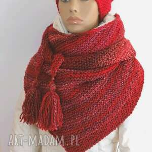 ręczne wykonanie chustki i apaszki chusta w odcieniach czerwieni czapka z pomponem