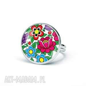 pierścionek z grafiką kwiaty zalipia, kwiatowy, delikatny, dziewczęcy, kolorowy