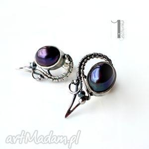 miechunka raven - srebrne kolczyki z perłami - wirewrapping, eleganckie