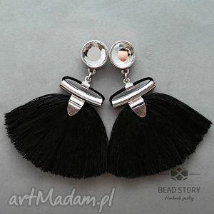 chwościki w czerni z kryształem, sztyfty, metal, kaboszon, kryształ, szkło, chwost