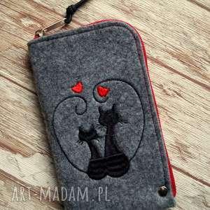 Prezent Filcowe etui na telefon - Zakochane Koty, pokrowiec, smartfon, kotki, prezent