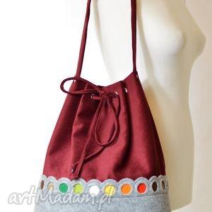 bordowa torebka worek na ramię - z kolorowymi kółkami, filc, kółka