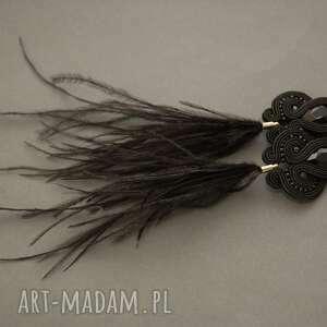 ręczne wykonanie klipsy czarne sutasz z piórami