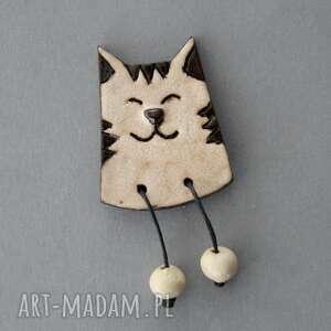 hand-made pomysły na prezenty pod choinkę leniuszek-broszka ceramiczna
