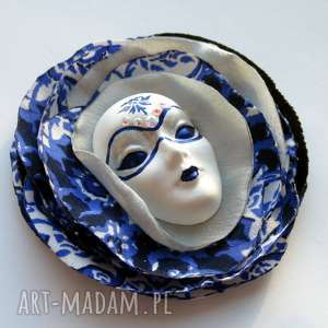 ręczne wykonanie broszki broszka z kolekcji masquerade - księżycowa noc