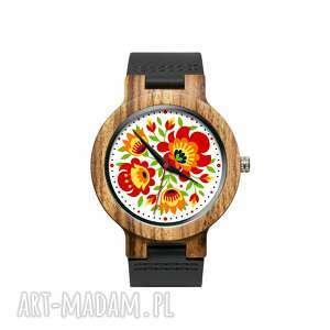 Drewniany zegarek na czarnym pasku z grafiką wiosenny folk