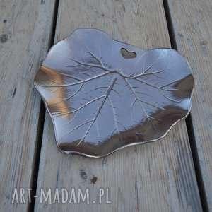 patera dekoracyjna - liść ceramiczny z sercem, ceramika, patera, talerz