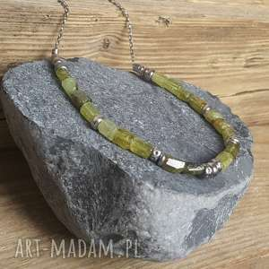 naszyjnik srebrny z zielonym granatem grossular, srebro granat, modny