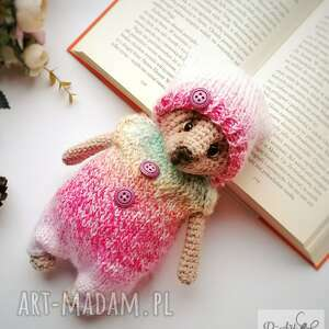 kolorowy miś na szydełku i drutach, upominek dla dziecka, przytulanka, prezent