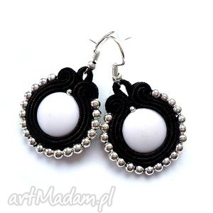 Czarno - białe kolczyki sutasz malutkie molicka kamyczek, akryl