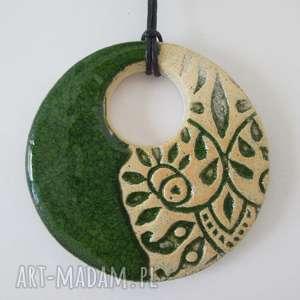 etniczny zielony wisiorek, ceramiczny, wisior, etno, jednostronny