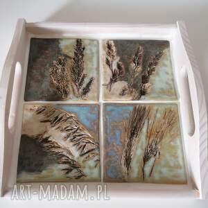 ceramika łąka podana na tacy 2, rękodzieło, drewniana taca