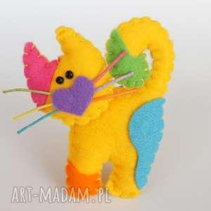 Prezent Żółty kotek broszka z filcu, filc, kot, broszka, biżuteria, wąsy, prezent