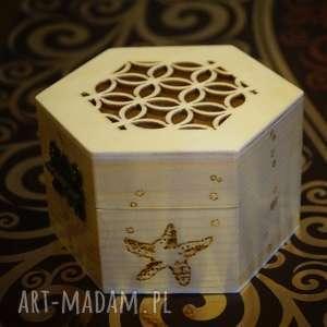 Rybcia - drewniane sześciokątne puzderko ręcznie wypalane, szkatułka, pyrography
