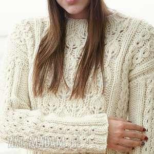 sweter ecru z motywem liści, sweter, dziergany, wełniany, liście