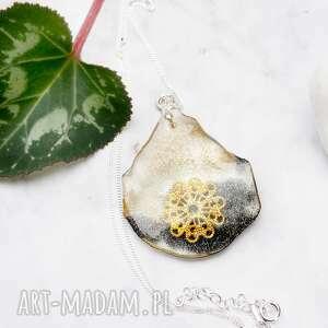 hand-made naszyjniki srebrny naszyjnik z żywicą i rozetą