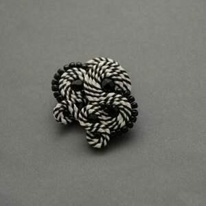 Czarno-białe klipsy sutasz sisu sznurek, eleganckie, delikatne,