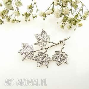 hand-made broszki broszka srebrna - klonowa gałązka biała