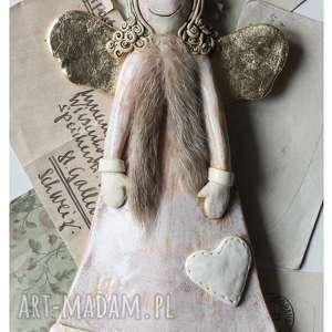 ceramika anioł zimowy z naszytym sercem, ceramika, anioł, serce