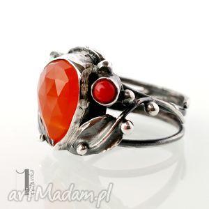 aurantia srebrny pierścionek z karneolem i koralem, srebro, metaloplastyka