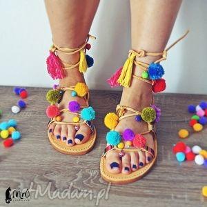 buty na zamówienie - kolorowe rzymianki z pomponami, sandały, rzymianki, pompony