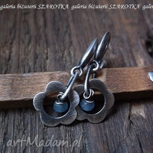 KWITNĄCE kolczyki z akwamarynów i srebra, akwamaryn, srebro, oksydowane, kwiatki