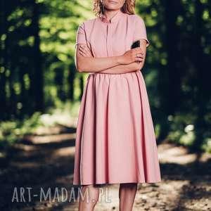 Rozkloszowana, różowa sukienki midi ze stójką rozmiar XS, S, M, L, sukienka,