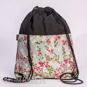wyjątkowy prezent, pastelowe kwiaty, worek, plecak, pastelowy, łączka