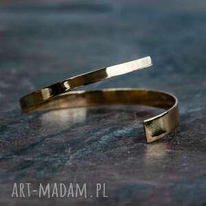 bransoleta asymetryczna z mosiądzu, mosiądz, surowy, zawinięty, minimalistyczny