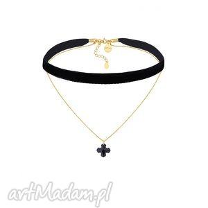 naszyjniki czarny aksamitny czoker z łańcuszkiem zdobionym krzyżem swarovski crystal