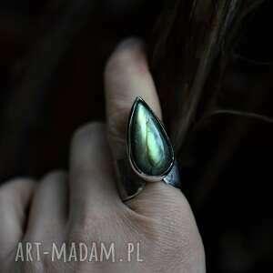 pierścień z zielonym labradorytem, minerałem, biżuteria
